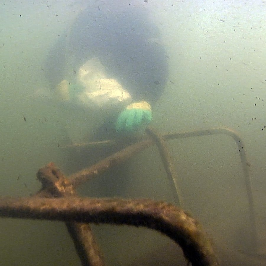 Underwater Cleanup Of Noosa RIver